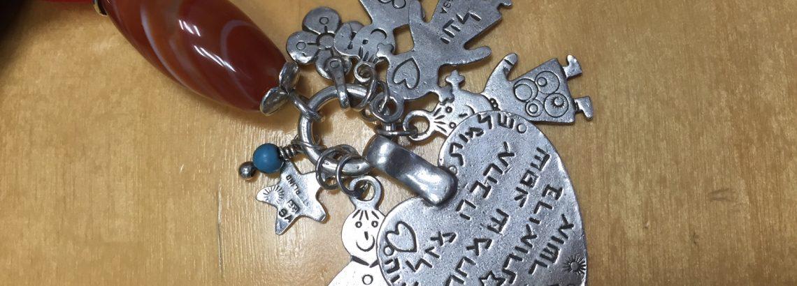 מחזיק מפתחות מהמם עם שמות הילדים – מתנה ללידה או בכלל לכל אחת שהיא אמא….